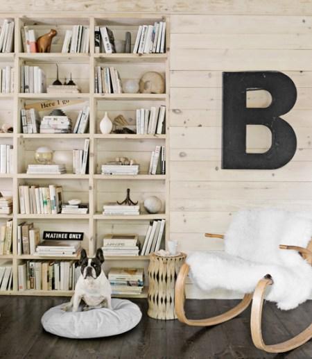 Drewniana biblioteczka