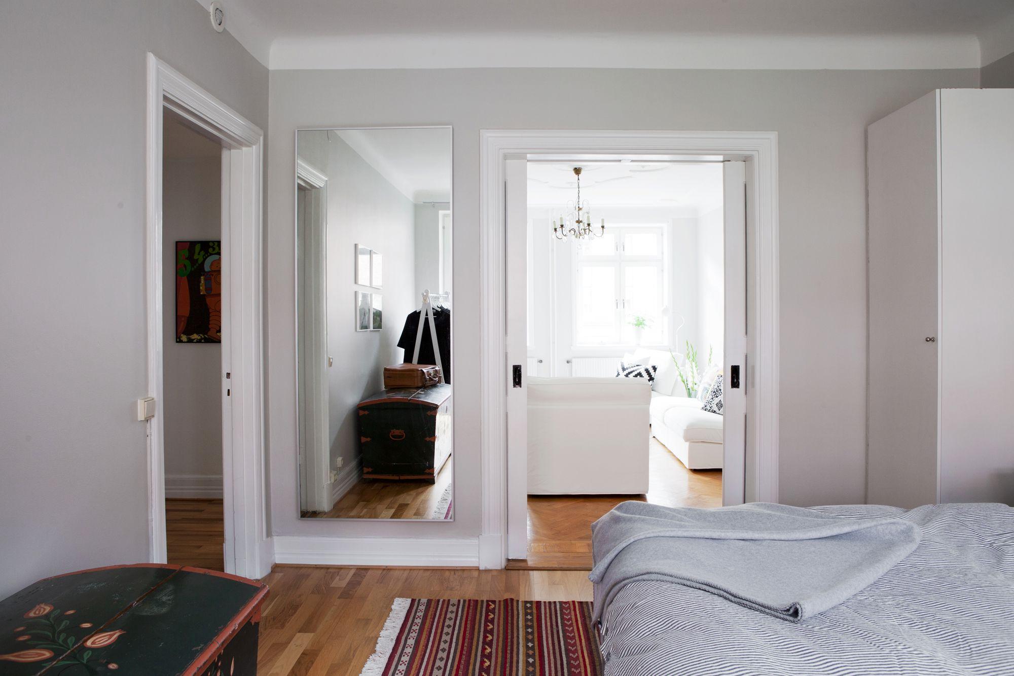 Paredes grises muebles blancos suelo de madera blog for D interiores