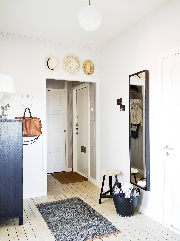 Un piso blanco y gris lleno de luz delikatissen bloglovin - Piso blanco y gris ...