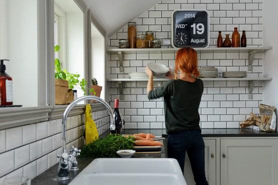 soluciones almacenaje cocina decoración nórdica escandinava decoración nórdica decoración estudio en buhardilla decoración en gris y blanco decoración coci