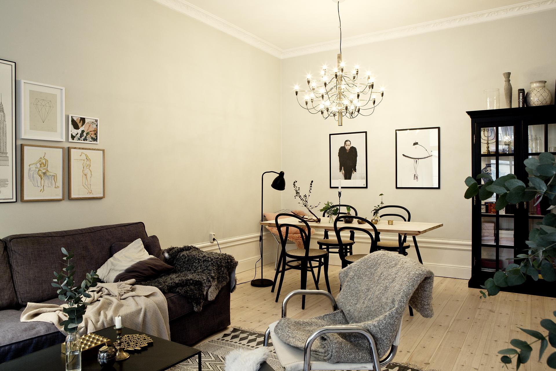 C lido estilo n rdico con textiles e iluminaci n de for Decoracion salon estilo nordico