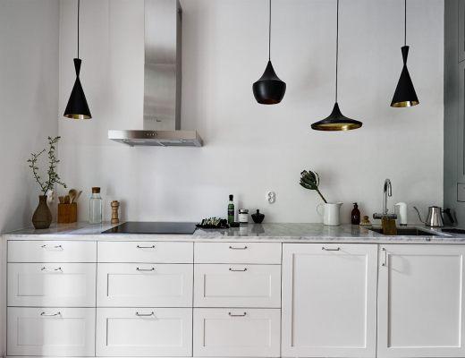 blog decoración nórdica, cocinas modernas, cocinas nórdicas, cocinas pequeñas, cocinas sin muebles superiores, iluminación cocinas, Lámparas colgantes sobre la encimera