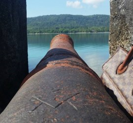 VOC kanon in het fort