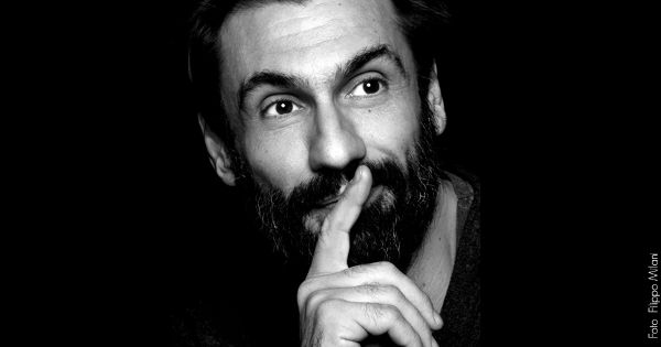 Fabrizio Gifuni in Lo Straniero di Camus