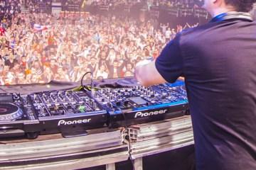 DJ Tiesto - Suburban Train (Tyas Unreleased Alternate Remix)