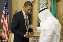"Obama considers why Gulf states have survived the Arab Spring as he examines the giant gold necklace gift from the Saudi ""king"""