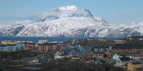Greenland-Nuuk_city_below_Sermitsiaq