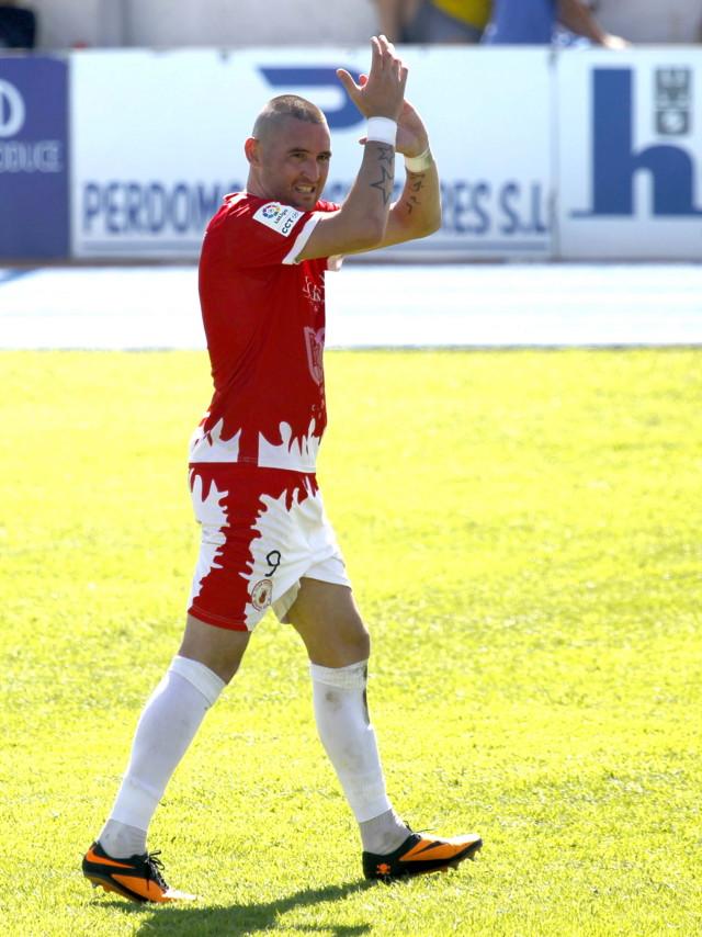 Copi celebra uno de los 14 goles que ha marcado con el San Roque esta temporada (Fotos: Europa Sur).