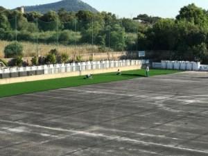 Obres d'instal·lació de la nova gespa del camp municipal de futbol d'Algaida.