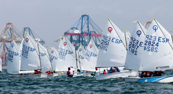 La flota durante el Campeonato de España de Optimist