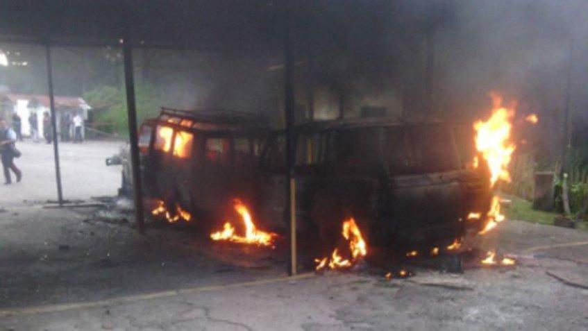 vehiculos quemadas inparques