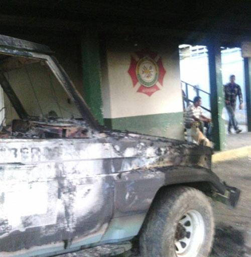 vehiculos quemados inparques