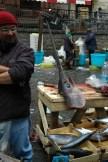 "Vendiendo ""pesce spada"" en Catania"