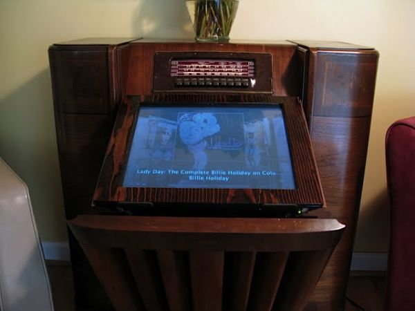 1942 Philco radio / Mac mini mod