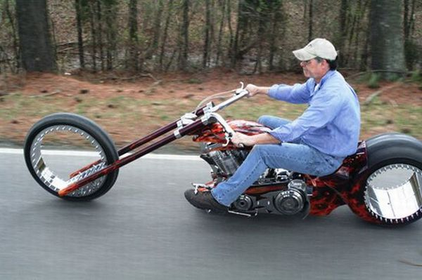 Hubless monster bike