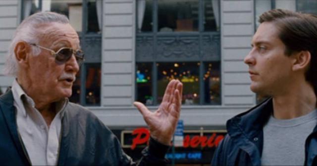 Em Homem-Aranha 3 (2007) Lee aparece ao lado de Peter Parker lendo um boletim de notícias. Logo depois, o quadrinista comenta: 'Você sabe, eu acho que uma pessoa pode fazer a diferença no caráter de outra pessoa'.