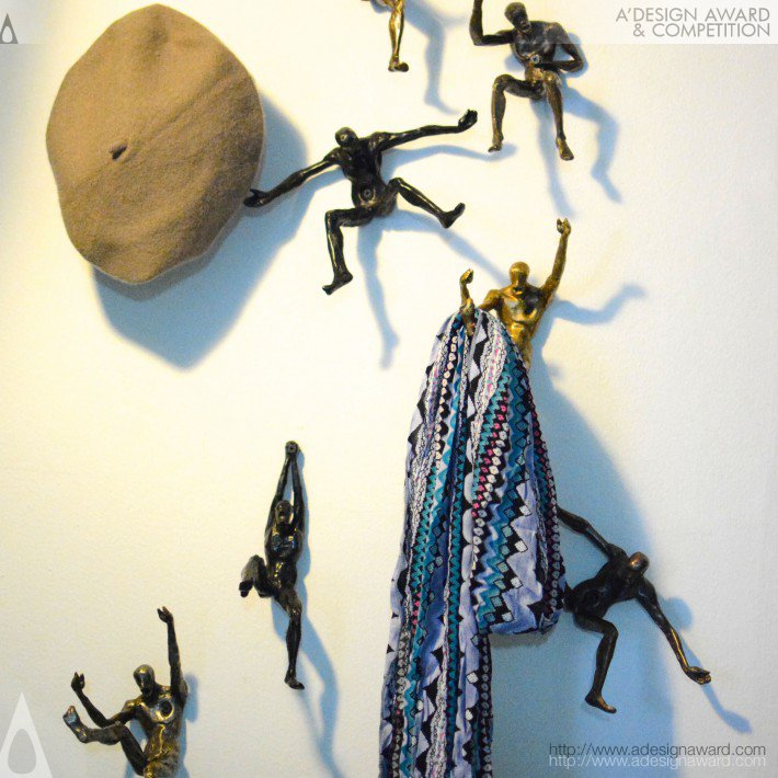 Man on Wall, de Santad Kaewudum