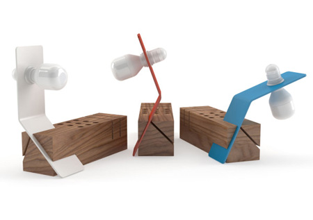 desk-lamp-and-stationery-holder-for-office-600x422