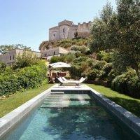 """""""Fontanile"""". Una piscina privata sotto le antiche mura di Tarquinia"""