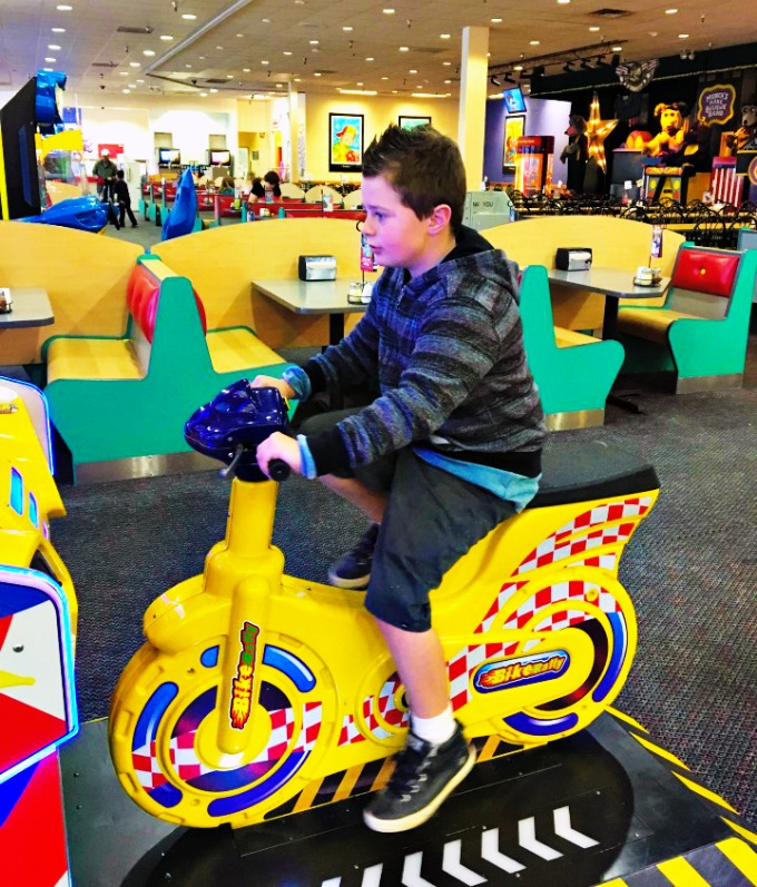 9th Birthday Lunch At Chuck E Cheese & Giveaway!
