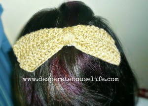 crochet bow 6.jpg 300x214 Big Crochet Bow Hair Clip {diy}