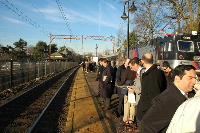 The Pros and Cons of Commuting to Work