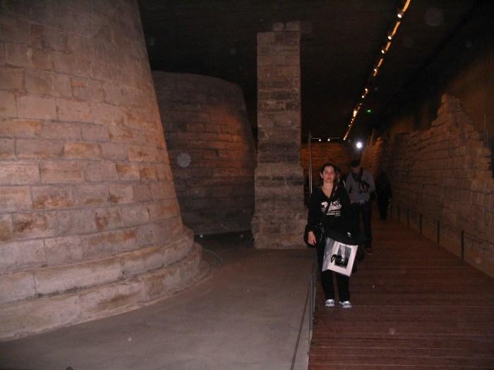 Ruínas subterrâneas da antiga fortaleza