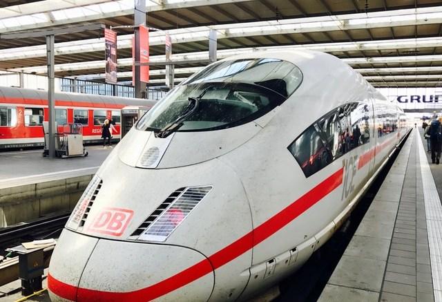 ICE im Hauptbahnhof München