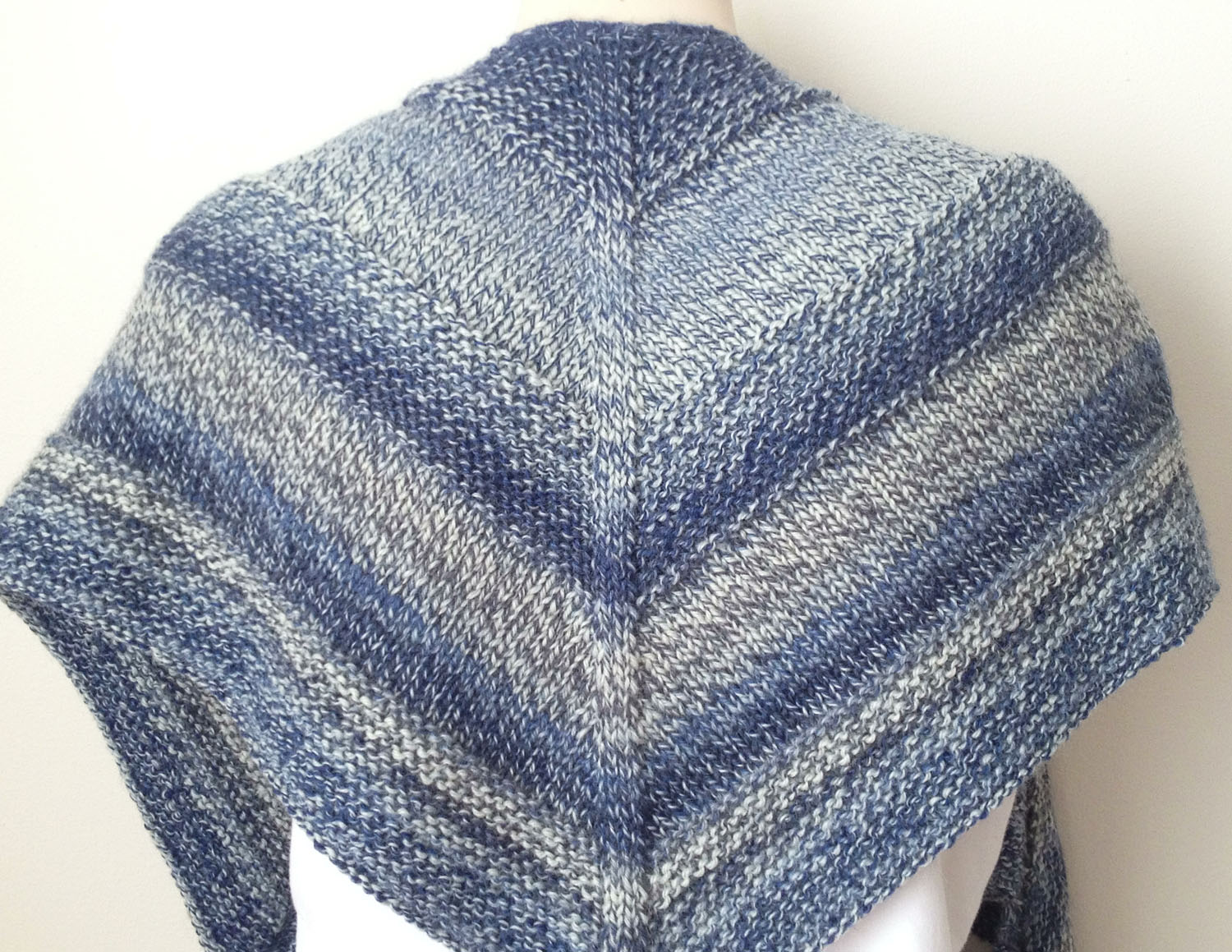 Knitting Pictures Free : Free knitting pattern weekender shawl