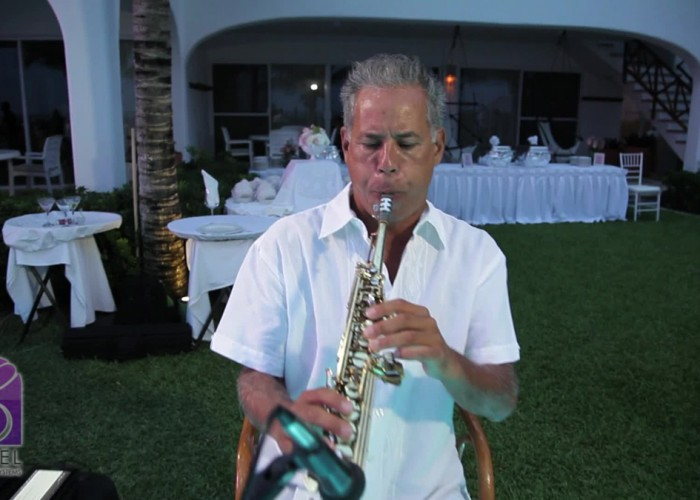 Beach Wedding cancun- Musicians- Sax-15