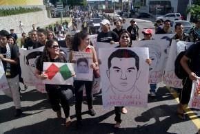 Marcha para repudiar la desaparición de los 43 normalistas de Ayotzinapa (Galeria)