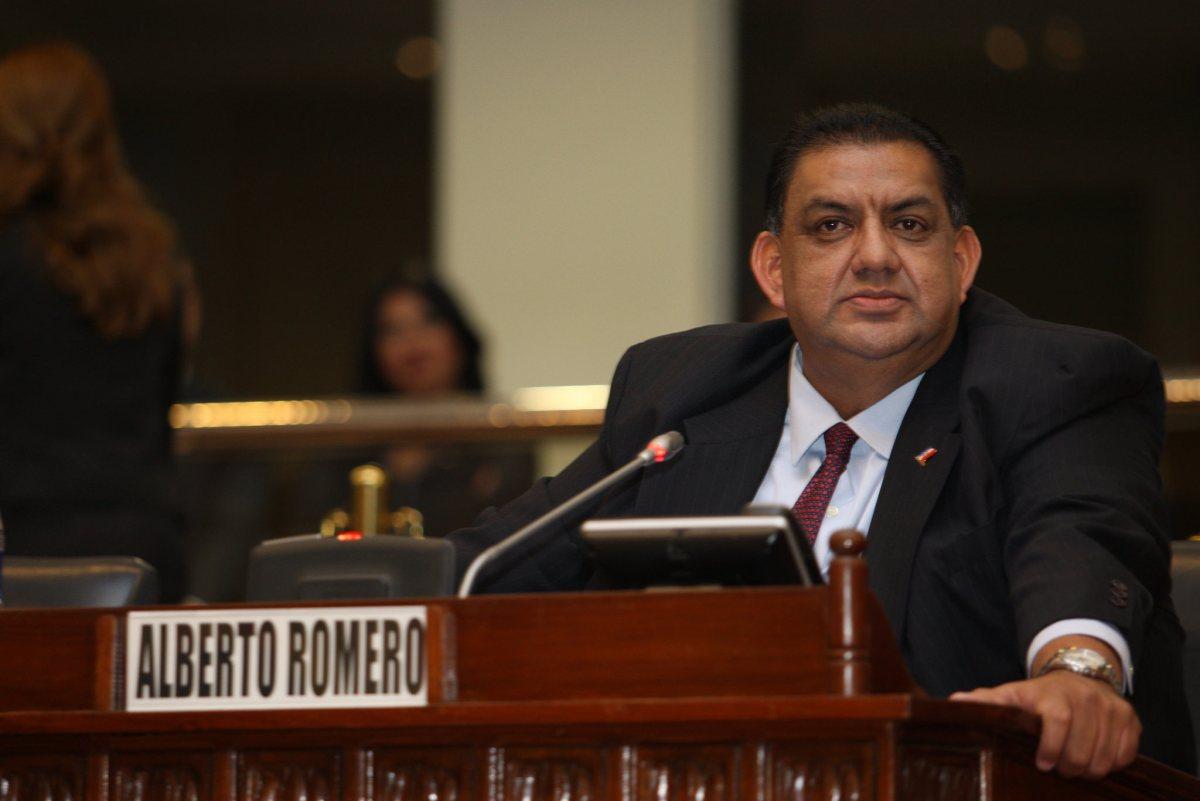 Batalla campal entre ARENA y FMLN  por sus supuestos vínculos con pandillas