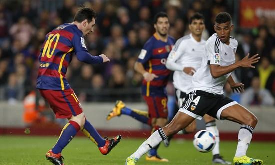 Barcelona busca un nuevo récord ante un Valencia en llamas