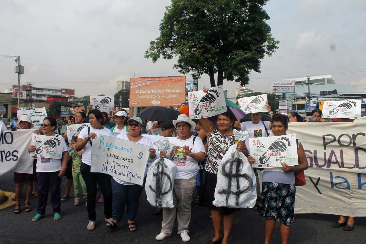 Protestan frente a la ANEP  por el salario mínimo