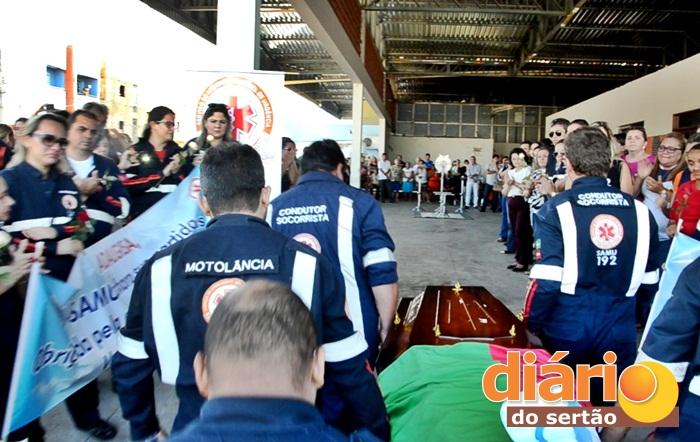 sepultamento_12 Lágrimas e aplausos marcam velório da ex-secretária de saúde de Monteiro em Sousa.