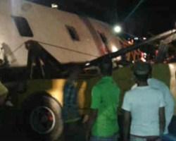 Expreso Mérida se volcó cuando no pudo esquivar a una vaca en la carretera
