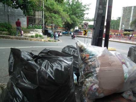 """""""Montañas"""" de desperdicios se evidencian en los múltiples rincones"""