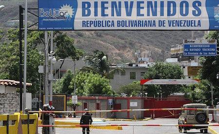 La frontera no se va a abrir para carros — Holguín