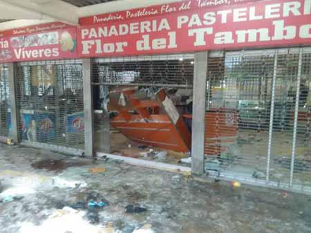 """Panadería del CC Los Teques """"vaciada"""" tras hechos vandálicos."""