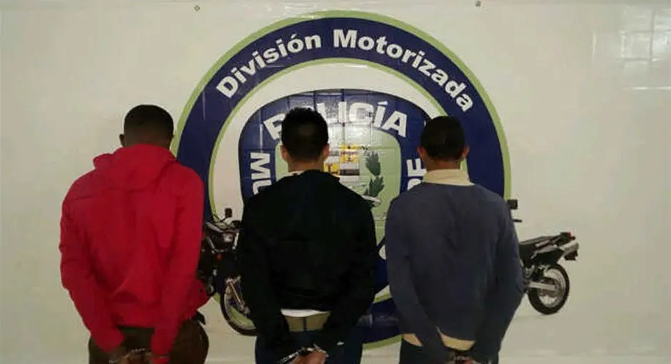 Dos liceistas y un joven presos tras robar carro