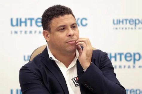 RUSIA FÚTBOL:SHP03 MOSCÚ (RUSIA) 20/05/2015.- El exfutbolista brasileño Ronaldo ofrece una rueda de prensa para promocionar la Copa del Mundo 2018 en Moscú (Rusia) hoy, miércoles 20 de mayo de 2015. EFE/Maxim Shipenkov
