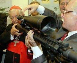 030812 vaticano-armas