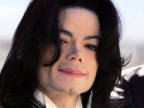 O cantor Michael Jackson foi a óbito após sofrer parada cardíaca.