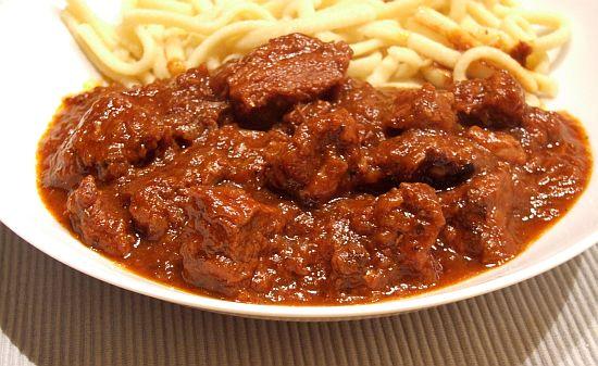 Foto: Wiener Saftgulasch (Rindergulasch)  mit Spätzle