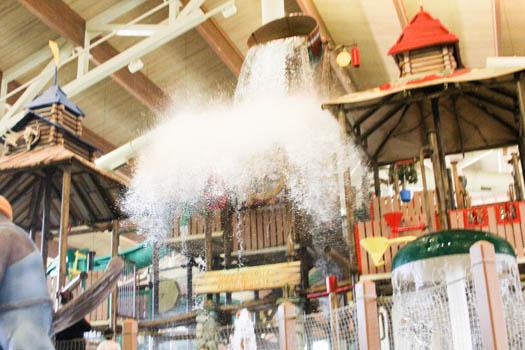 great-wolf-lodge-bucket-splash