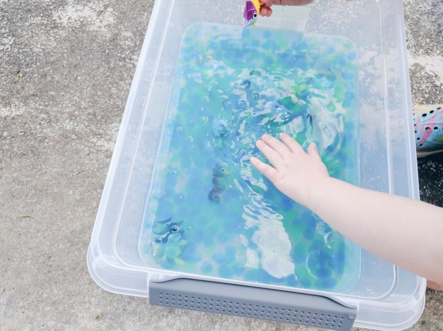water beads sensory bin