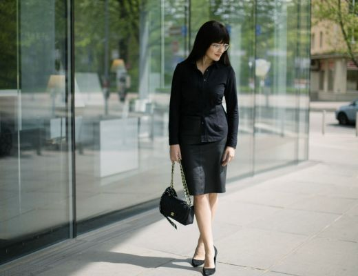 sally-blue-leather-skirt-suede-shirt-all-black-outfit-chanel-bag-disi-couture-sofitel-vienna-01