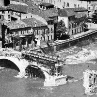 I ponti distrutti a Verona il 26 aprile 1945