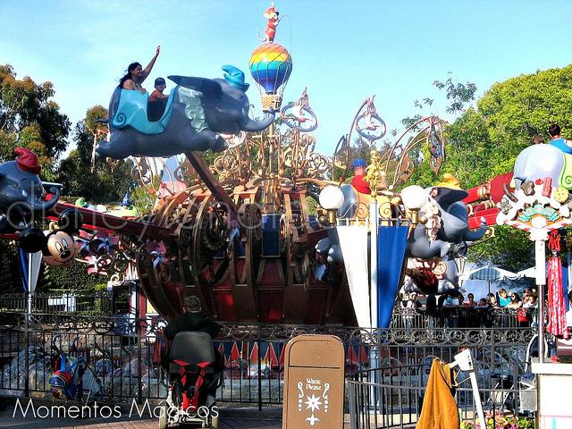 Juego de Dumbo en Disneylandia