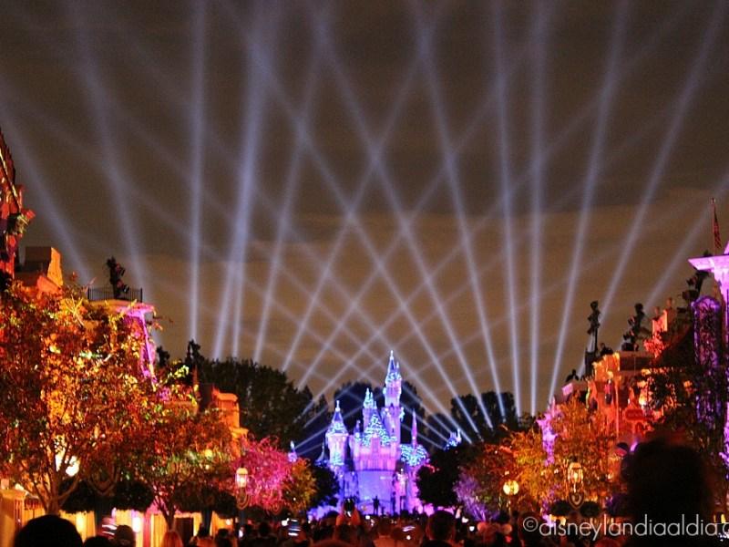 Escena de rayos láser de Disneyland Forever - old.disneylandiaaldia.com
